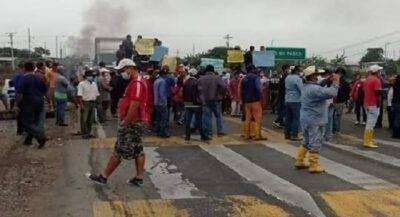 Arroceros cierran vías en Guayas y exigen un precio justo - Noticias de Ecuador